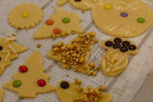 In der Weihnachtsbäckerei...