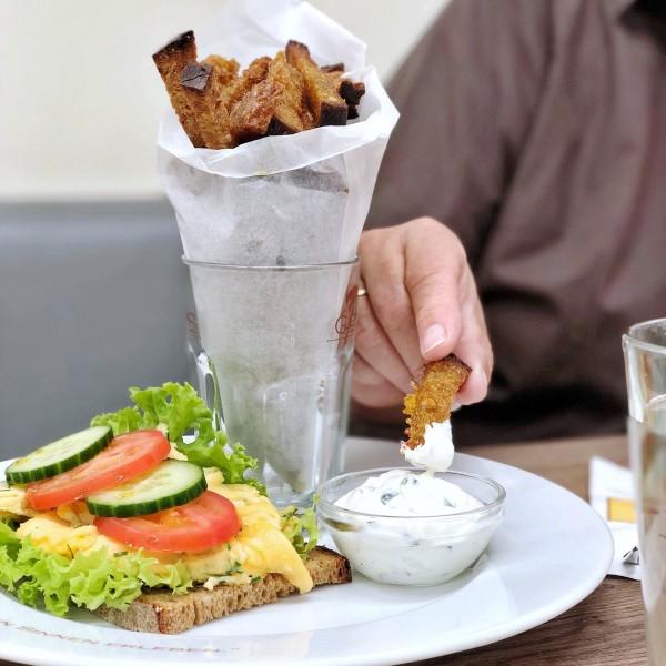 Brotpommes-Eitorf-dreht-am-Rad